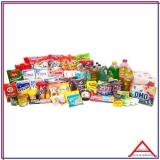 cesta grande de alimentos para doação