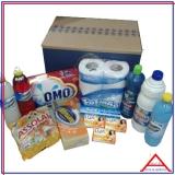 cesta com produtos de limpeza