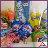 cesta de produtos de limpeza